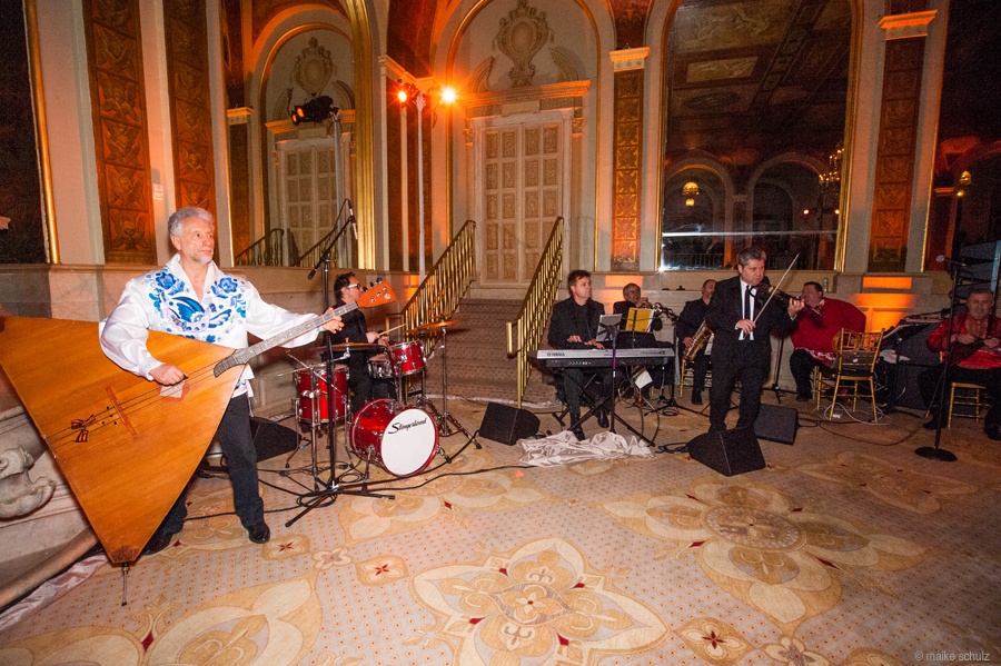 Barynya Balalaika Orchestra, Mikhail Smirnov, Lev Zabeginsky, Alexander Menshikov, Vlad Barskiy, Leonid Bruk, Yaroslav Bell, Sergei Gurbeloshvili, Igor Lutsev, Petroushka Ball 2013, The Plaza Hotel, New York City, USA, Photo credit :: Maike Schultz