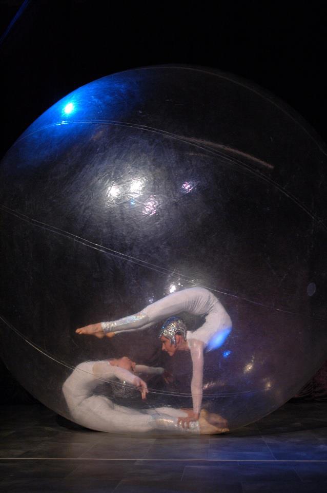 В шоу гигантских мыльных пузырей нью