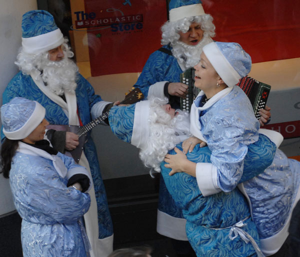 Snegurochkas and Ded Moroz