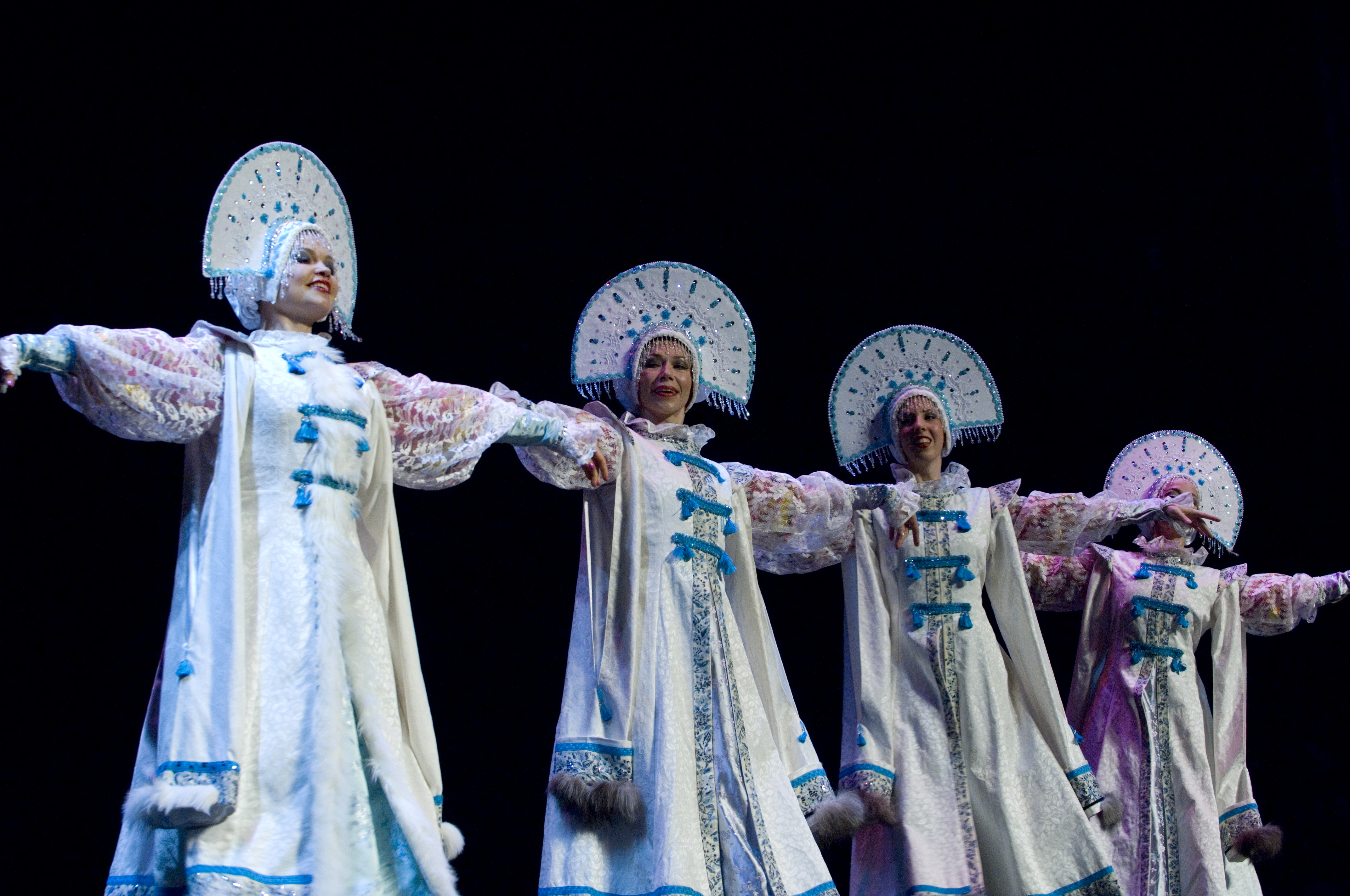 http://www.barynya.com/photos/2009_stamford,ct/siberian_dance_01.jpg