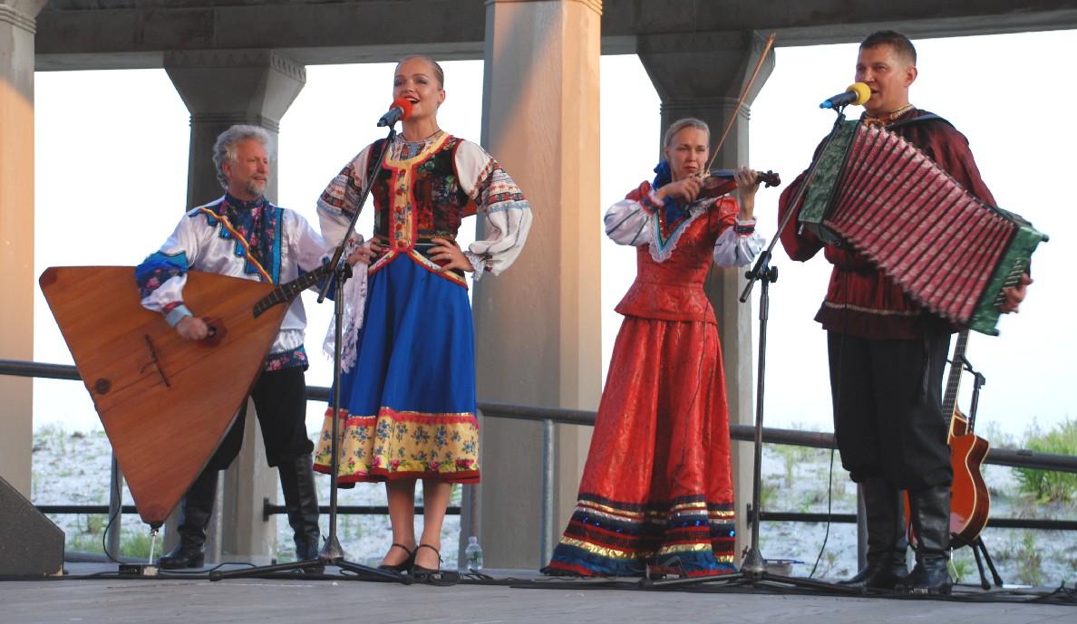 Russian dancers and musicians Barynya in Atlantic City