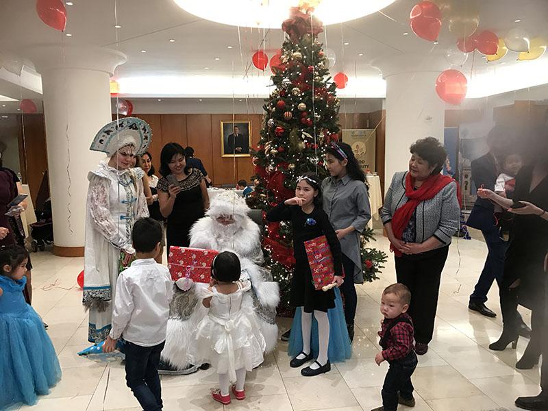 Новогодняя ёлка на Манхэттене, Дед Мороз, Снегурочка, Баба Яга, New Year Celebration, Ded Moroz, Snegurochka, Baba Yaga, Manhattan